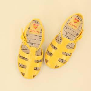 Mærk dine sko med store navnelapper